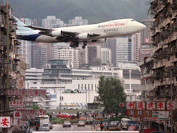 10 Most Dangerous Landing Strips in the World